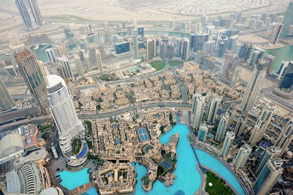 نمایی از شهر دبی از داخل برج خلیفه